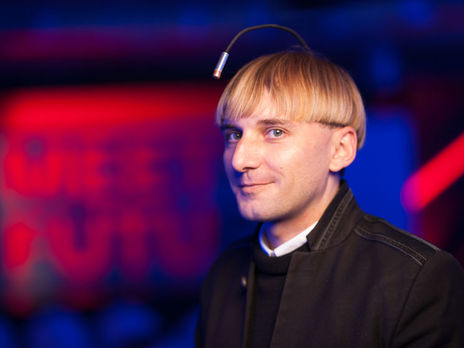 Neil Harbisson: Every color has its own frequency and the frequency has its sound