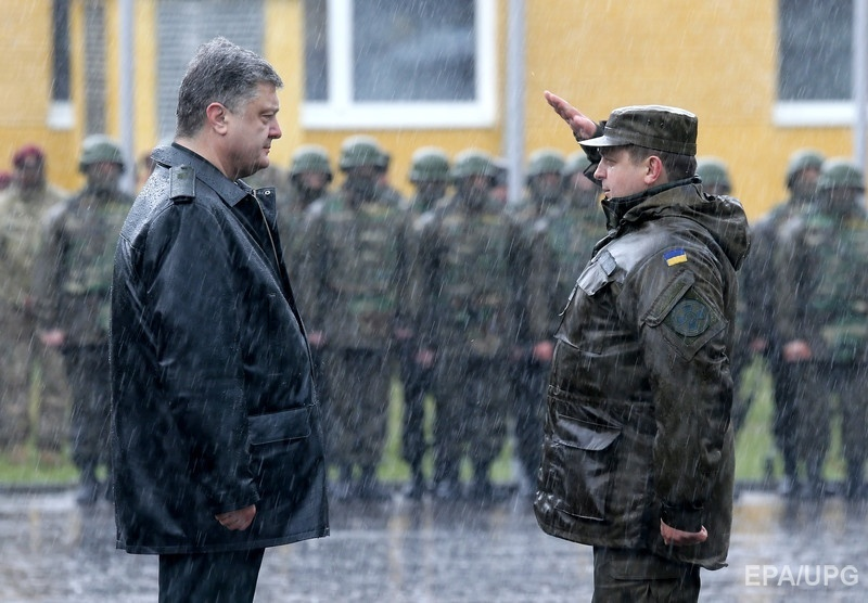"The president (on the left) at the opening of the joint Ukrainian-American military exercises ""Fearless defender - 2015"". April 20, 2015, Lviv region. Photo: Sergey Dolzheko / EPA"
